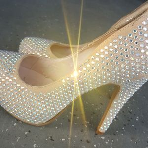 Platform pump with rhinestones